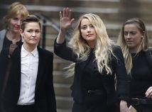 Herečka Amber Heard (v strede) s partnerkou Biancou Butti.