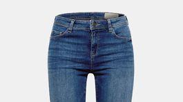 Rovné dámske džínsy Esprit. Predávajú sa za 51 eur.