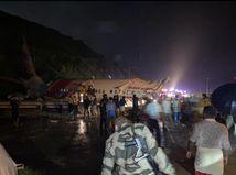 Pri havárii lietadla zahynulo najmenej 16 ľudí, 123 utrpelo zranenia