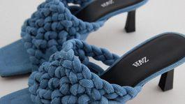 Dámske šlapky z denimu Zara, predávajú sa za 55,95 eura.