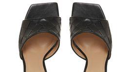 Nazúvacie sandáliky Dune London, predávajú sa za 117 eur.