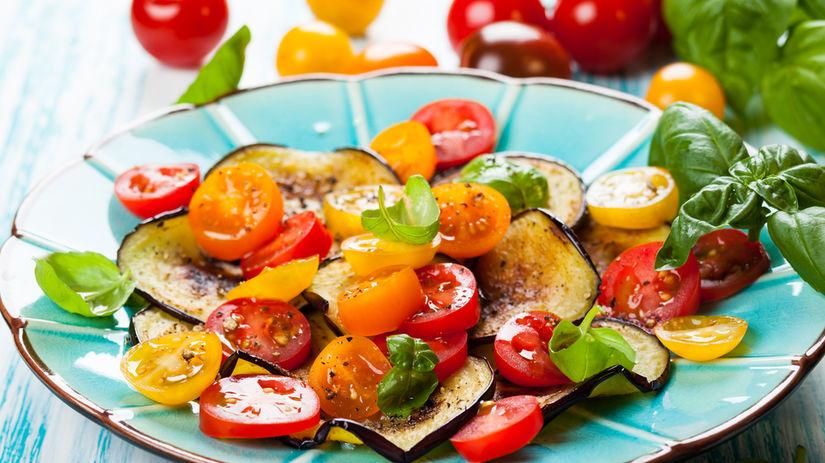 šalát, paradajky, zdravá strava
