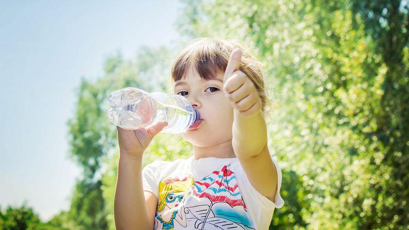 dieťa, pitie, pitný režim, palec hore