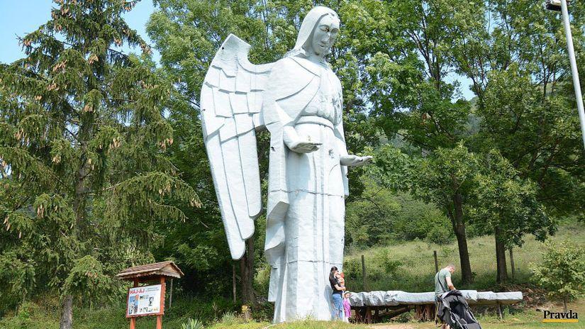 Haj, anjel, socha, rekvizita, Za nepriatelskou...