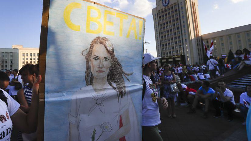 Bielorusko demonštrácie podpora pochod cichanovská