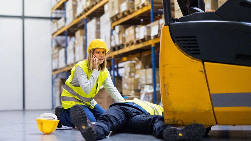 sklad, práca, úraz, prvá pomoc, zranenie