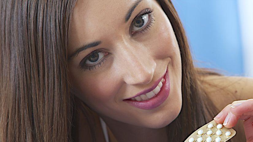 antikoncepcia, žena, úsmev, tabletky