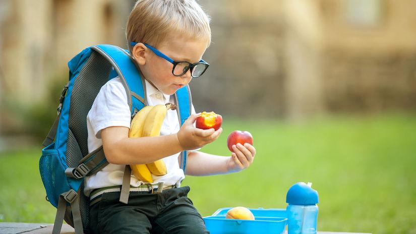žiak, prváčik, desiata, ovocie