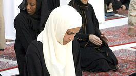 Jordánska kráľovná Rania ako pútnik na návšteve Mekky v roku 2007.