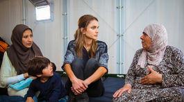 Jordánska kráľovná Rania počas Kara Tepe, utečeneckého tábora na gréckom ostrove Lesbos.