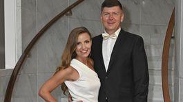 Zabávač Andrej Bičan prišiel na slávnostný prenos s priateľkou.