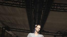 Elegantný dámsky plášť z dielne značky Givenchy a jej kolekcie na sezónu jeseň/zima 2020.