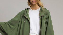 Športová dámsky plášť s predným zapínaním na zips Twinset, predáva sa za 44 eur.