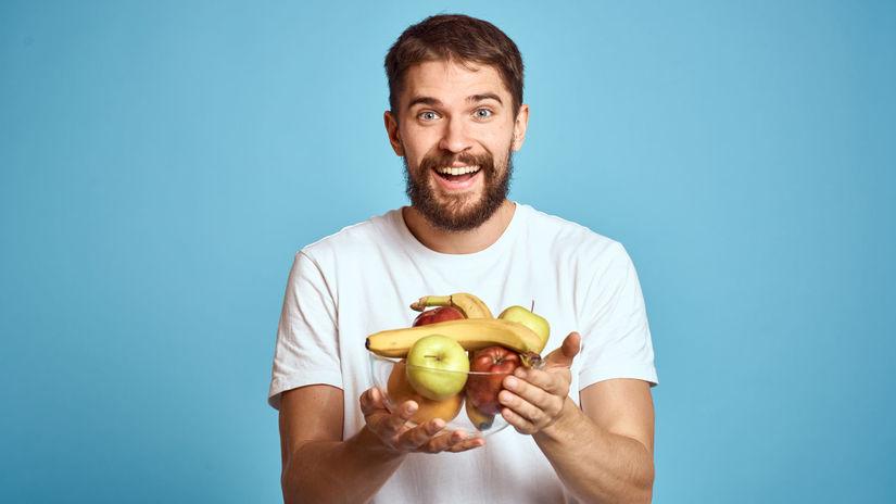 muž, ovocie, radosť, úsmev, zdravá strava