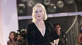 Herečka a prezidentka poroty Cate Blanchett v kreácii Armani Privé.