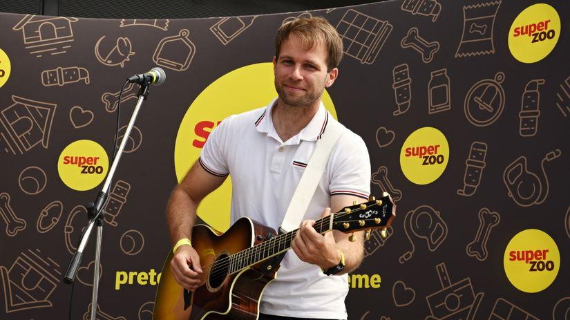 Tomáš Bezdeda, gitara, spevák, spev