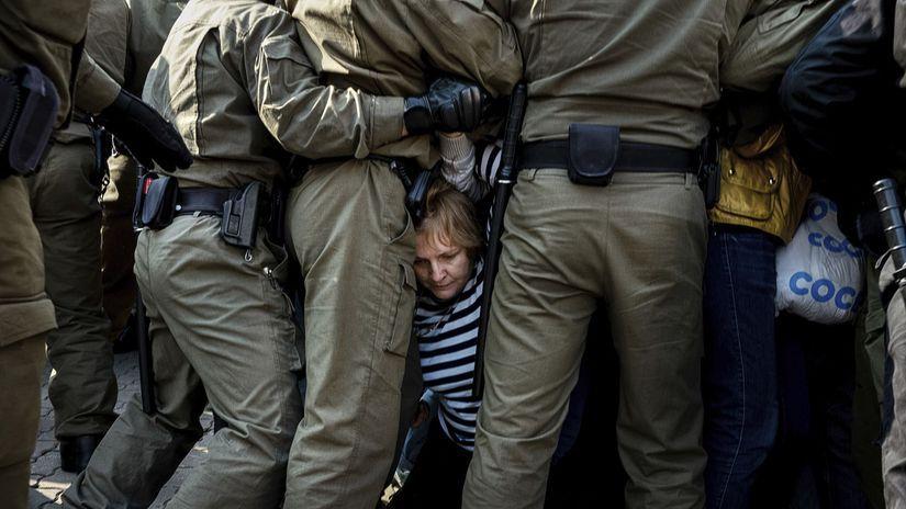 minsk bielorusko násilie polícia demonštrant...