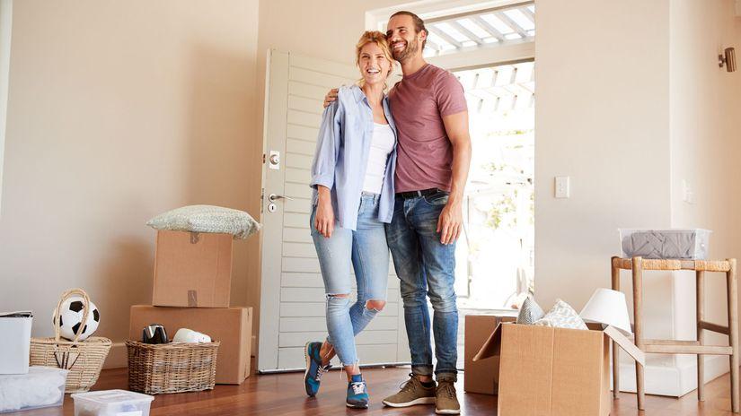 manželia, sťahovanie, bývanie, byt, radosť