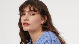 Dámsky krátky svetrík na zapínanie H&M, predáva sa za 34,99 eura.