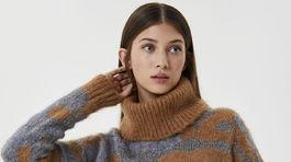 Dámsky sveter s rolákovým golierom Liu Jo, predáva sa za 219 eur.