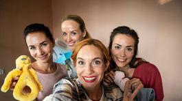 Ústredné kvarteto hrdiniek filmovej komédie Matky. Zľava: Sandra Nováková, Petra Hřebíčková, Hana Vágnerová a Gabriela Marcinková.