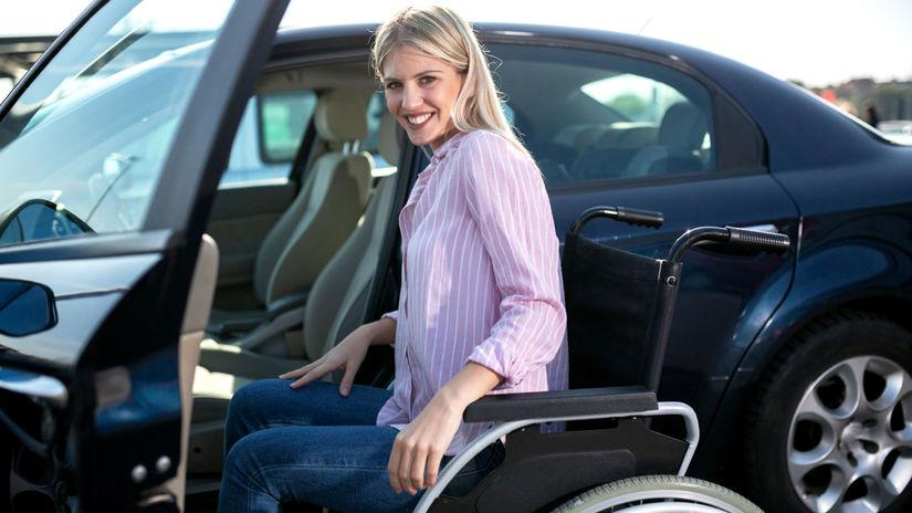 auto, invalidný vozík, zťp, žena, úsmev