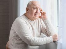 muž, senior, dôchodca, dôchodok, nuda, smútok, rozmýšľanie