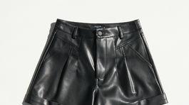 Dámske šortky zo syntetickej kože Reserved, predávajú sa za 17,99 eura.