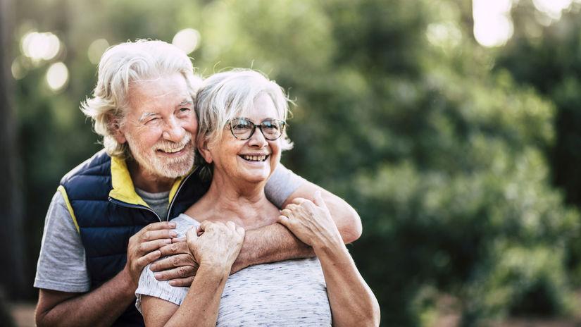 manželia, seniori, penzisti, radosť