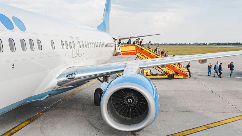 lietadlo, letisko, vystupovanie, pasažieri