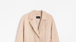 Dámsky jesenný kabát s opaskom Reserved, predáva sa za 39,99 eura.