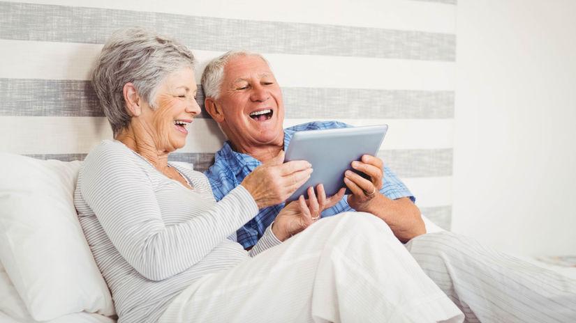 penzisti, manželia, čítanie, smiech