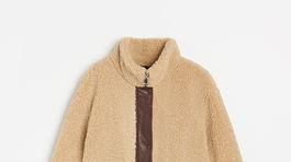 """Dámsky """"teddy"""" kabát z umelej kožušiny Reserved, predáva sa za 49,99 eura."""