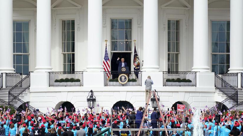 Donald Trump, balkón, koronavírus
