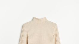 Dámsky pulóver so stojačikovým golierom a opaskom Reserved, predáva sa za 19,99 eura.
