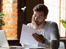 muž, papier, čítanie, rozmýšľanie