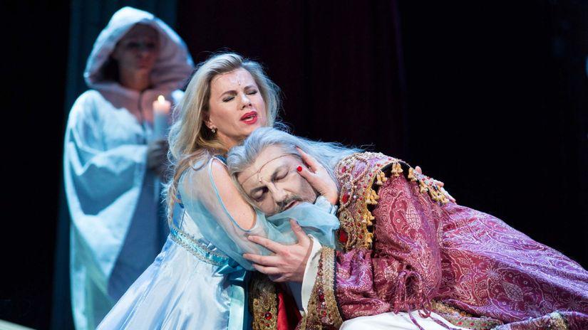 Dracula v Karline 2015. Leona Machalkova...