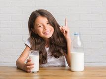 dievča, dieťa, mlieko, úsmev