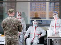 Všeobecní lekári: Vláda nahrádza odborníkov vojakmi a policajtami