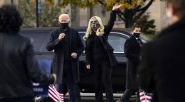 Demokratický kandidát Joe Biden a speváčka Lady Gaga spoločne.