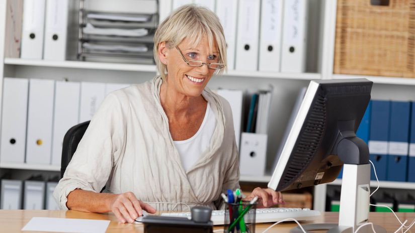 žena, penzistka, práca, kancelária, počítač