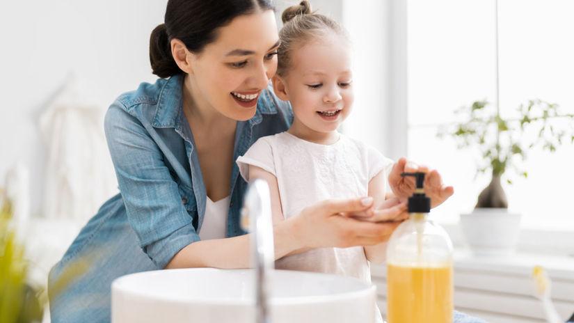 hygiena rúk, umývanie rúk, mama, dcéra,...