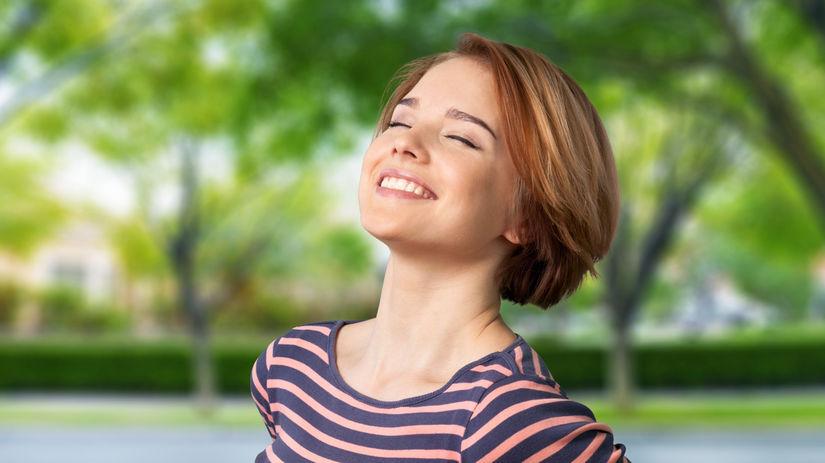 žena, slnko, opaľovanie, vitamín D, déčko, šťastie