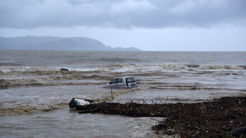 grécko kréta záplavy auto more