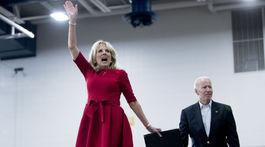Joe Biden a jeho manželka Jill Biden na zábere z februára 2020.