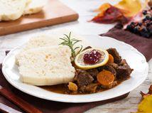 jelení guláš, mäso, jelenina, jelenie, divina, jedlo, tanier