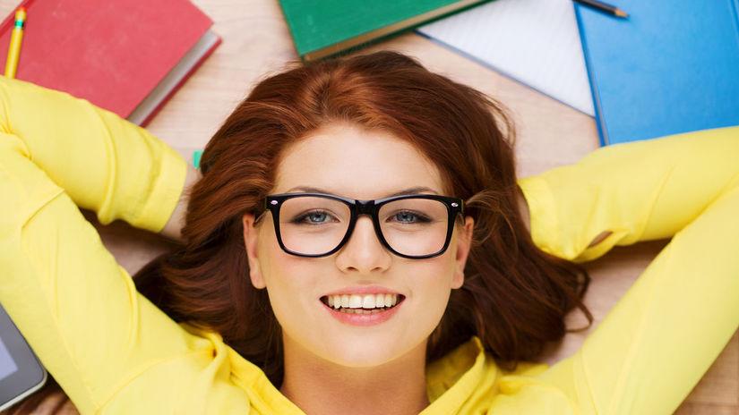 žena, študentka, úsmev, knihy, učenie, štúdium,...