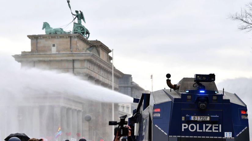 Berlín / Brandeburská brána / Protest / Polizei /