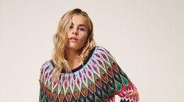 Dámsky sveter s nórskym vzorom a kryštálmi. Predáva Twinset za 191 eur.