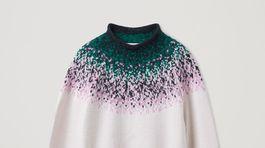 Dámsky sveter s variáciou nórskeho vzoru COS. Predáva sa za 89 eur.